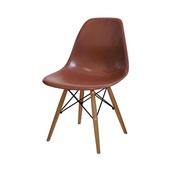 Cadeira Eames em Polipropileno Base Madeira Café OR Design